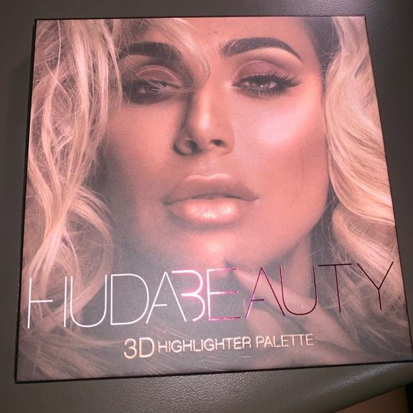 HUDA BEAUTY Other - Huda beauty 3D highlighter palette